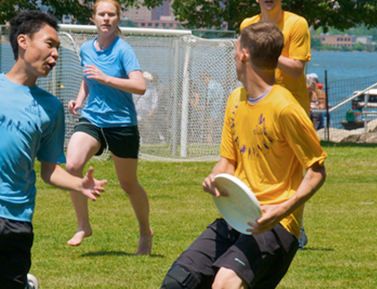ultimate-frisbee players